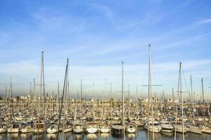 marina de yacht. port de voilier. vacances d'été, style de vie de luxe.
