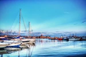 Bateaux dans le port d'Alghero en hdr