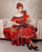 jeune fille robe rouge photo