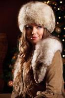 Closeup portrait d'une belle femme en hiver photo