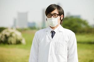 portrait, de, jeune homme, porter, masque pollution, et, lunettes