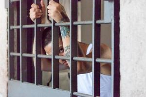 mains de prisonnier - incarcération photo