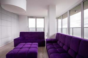 canapé matelassé violet photo