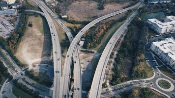 circulation sur des routes en béton