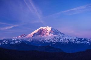 mt.rainier sous le ciel bleu photo