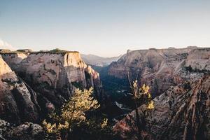 photo aérienne de falaises