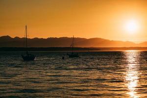 bateaux de pêche sur la mer photo