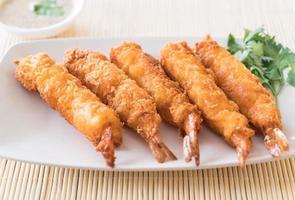 crevettes frites sur assiette