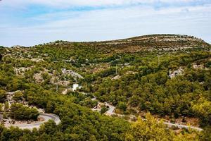 photo aérienne de la campagne verdoyante