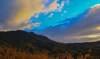 lever du soleil sur une campagne photo