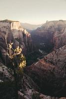 photographie aérienne de montagnes
