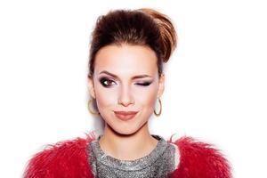 portrait de femme de mode beauté. coupe de cheveux et maquillage élégants photo
