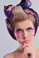 belle femme avec du maquillage de luxe photo