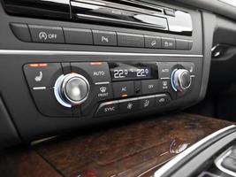 commandes de climatisation de voiture de luxe