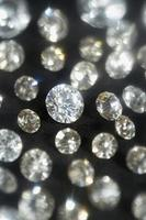diamants sur fond noir, mise au point sélective
