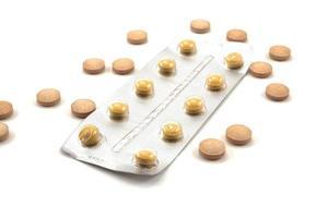 médicaments sur fond blanc photo