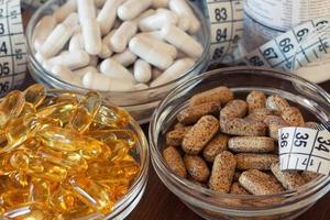 compléments nutritionnels en gélules et comprimés. photo