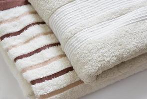 serviette sur fond blanc photo