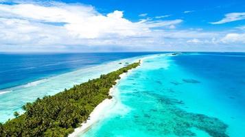 photo aérienne d'une île