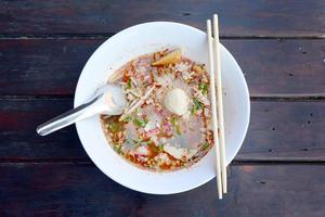Vue de dessus des nouilles sukhothai, Thaïlande photo