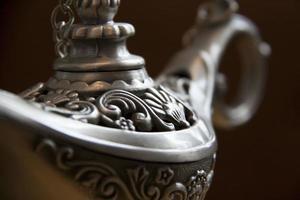 Pot à thé en fer antique agrandi. théière en fonte photo