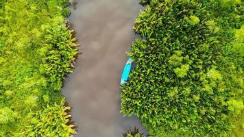 vue à vol d'oiseau d'une rivière photo