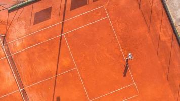 vue aérienne d'un court de tennis photo