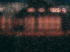 gouttes d'eau sur verre photo