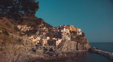 ville sur la falaise photo