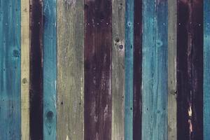 surface en bois marron et bleu