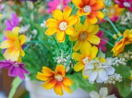 bouquet de fleurs en tissu coloré photo