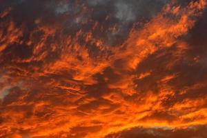 coucher de soleil orange et rouge