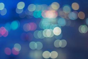 lumières bokeh sur fond bleu photo