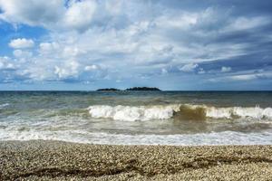 vagues de la mer dans l'océan photo