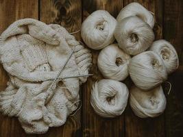 processus de tricot blanc