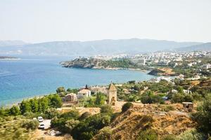 Vue côtière de la ville de Crète, Grèce photo
