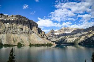 majestueuses chaînes de montagnes photo