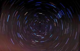 traînées d'étoiles circulaires.