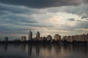 réflexion de l'eau de paysage urbain photo