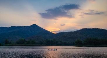 faire du kayak sur la rivière photo