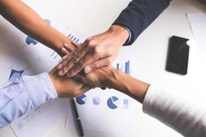 gros plan, de, équipe affaires, joindre mains