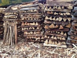 piles de bois haché