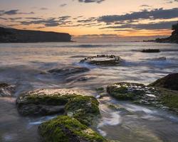 Une longue exposition des bassins de marée à Sydney, Australie
