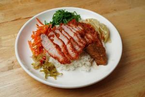 viande cuite et riz aux légumes