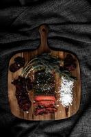 saumon cuit et sel de mer