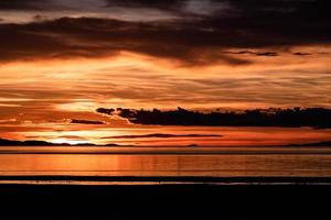 l'océan au coucher du soleil photo