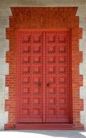 porte de l'église rouge photo