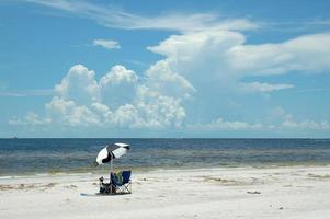 chaises de plage et parasol