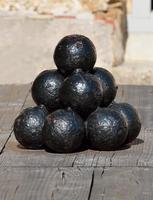 vieux boulets de canon photo