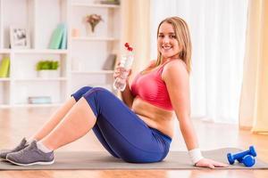 grosse femme suivant un régime photo